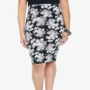 Torrid Black & White Floral Pencil Skirt